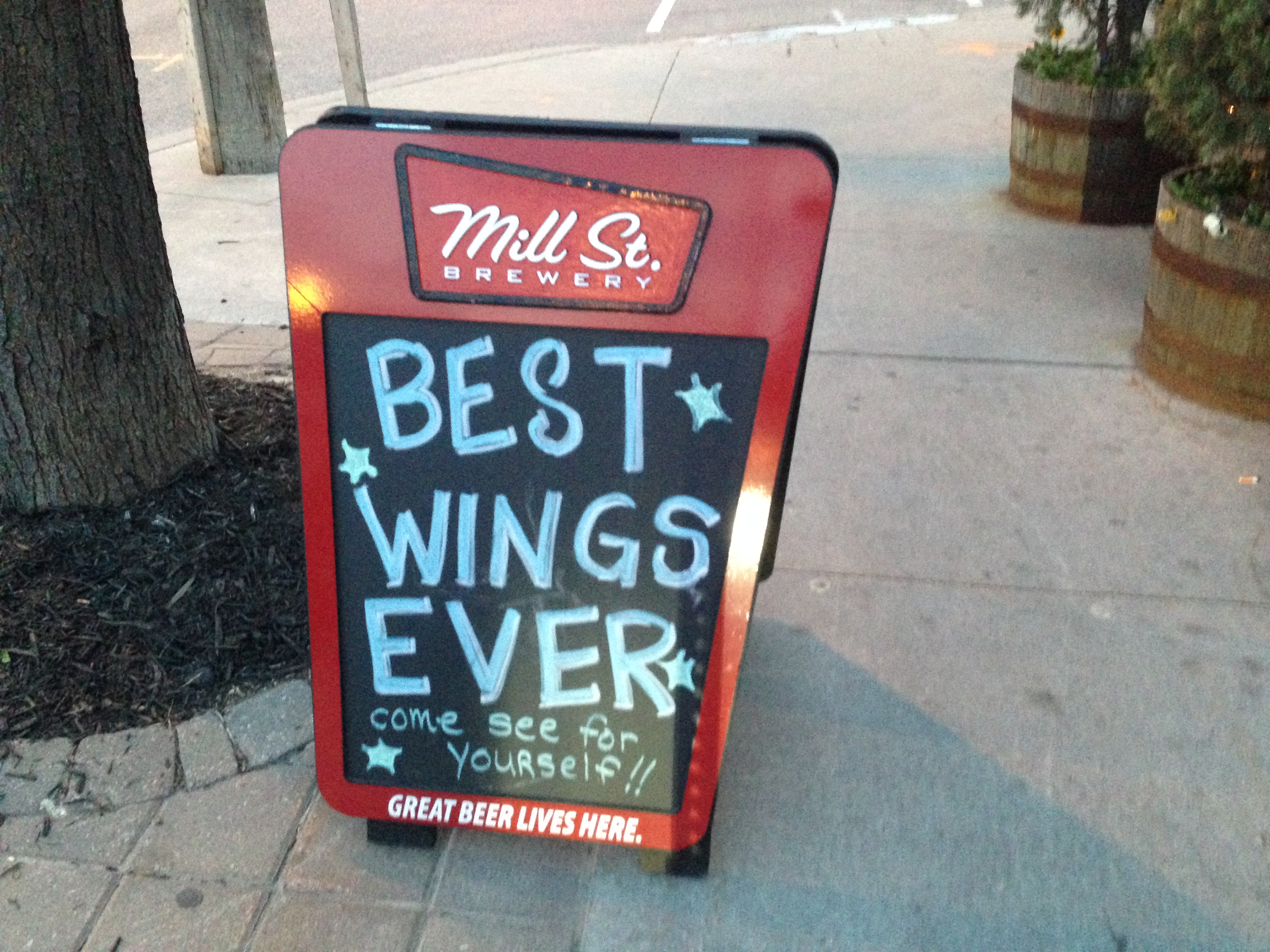 On Avenue Road North Of Lawrence For A Great Evening And Tremendous Wings Our Recommendation Flats Suicide Hot With Tequila Lime Sauce On The Side